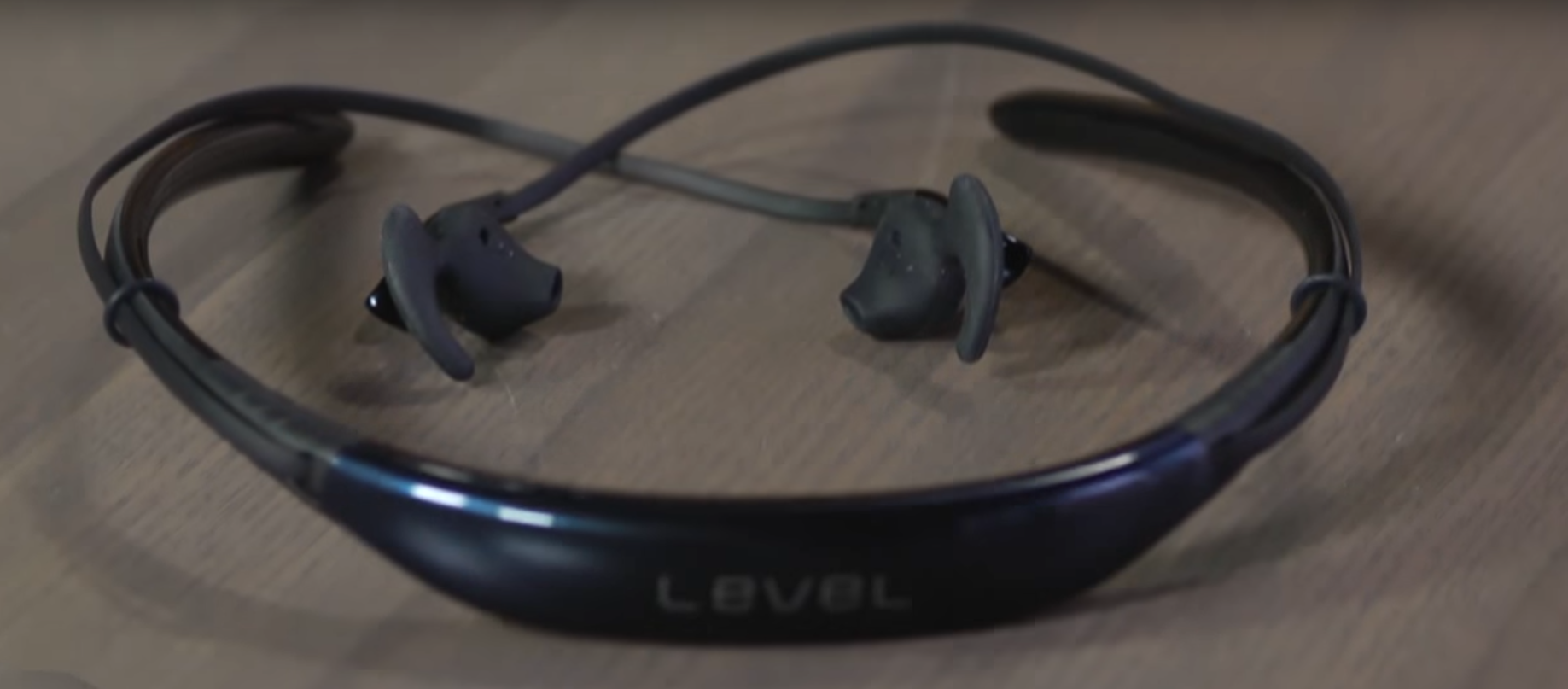 Samsung level U wireless neckband headphones gain the momentum.